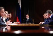 Медведев: правительство намерено сохранить действующие льготы по НДПИ - «Экономика»