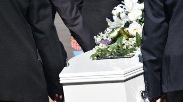 На Ямале похоронное бюро выдает клиентам чеки с надписью «Приходите снова»