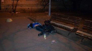 В Киеве нашли мертвого мужчину во дворе жилого дома - «Происшествия»
