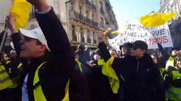 ВоФранции «желтые жилеты» под музыку играют вфутбол - «Новости Дня»