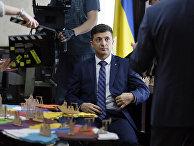 НВ: Зеленский и Порошенко выходят во второй тур после подсчета 50 процентов голосов - «Новости Дня»
